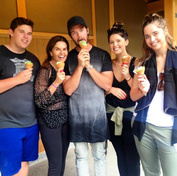 Фото №5 - Звездный Instagram: Знаменитости едят мороженку