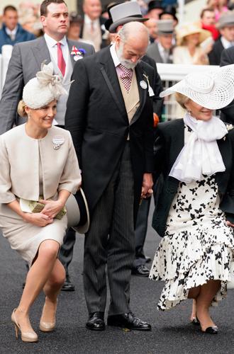 Фото №10 - Искусство реверанса: как современные принцессы и королевы приветствуют друг друга