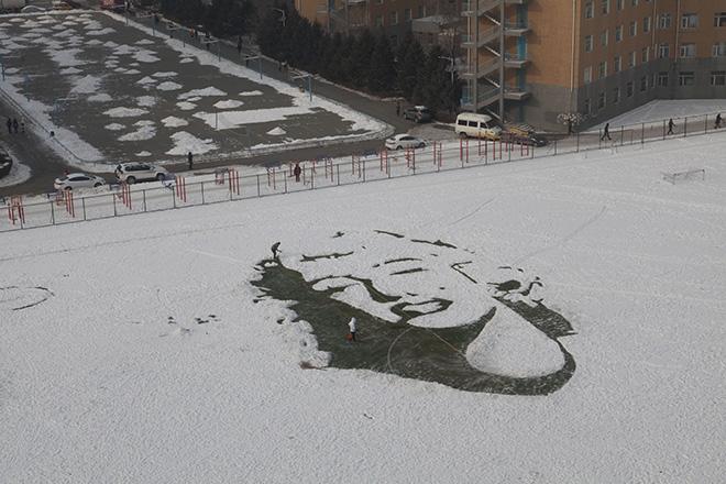 Фото №1 - Портрет Мэрилин Монро нарисовали на снегу