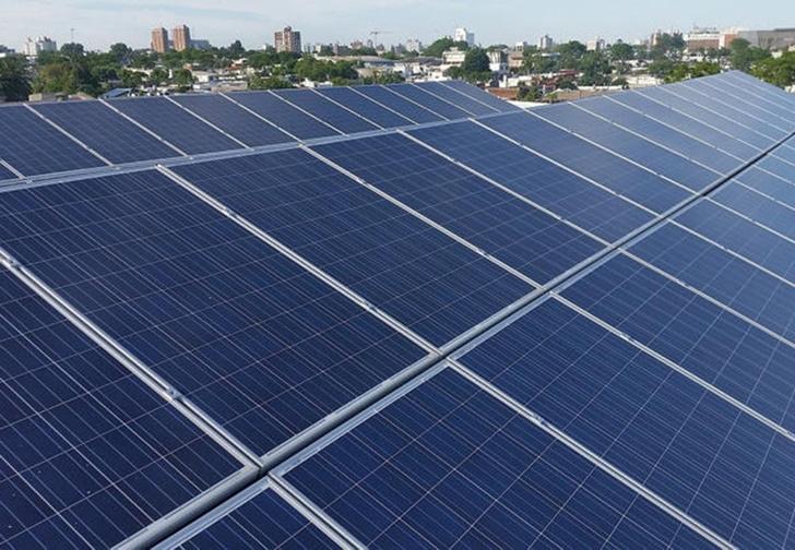 Фото №1 - Во Франции установили огромную и дорогую солнечную батарею, но забыли ее подключить