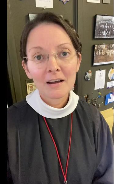 Фото №1 - Святая простота: 55-летняя монахиня раскрыла свой простой уход за кожей и стала звездой