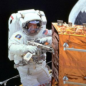 Фото №1 - Астронавты второй раз вышли в космос