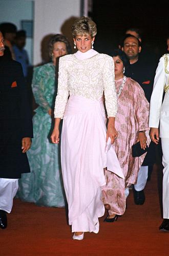 Фото №6 - Традиции и дань леди Ди: что означает первый образ Кейт в пакистанском туре