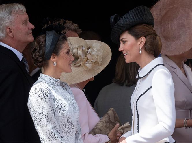 Фото №3 - Герцогиню Кейт упрекнули в грубом общении с королевой Летицией
