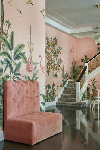 Фото №9 - Обои de Gournay в обновленном отеле Colony во Флориде