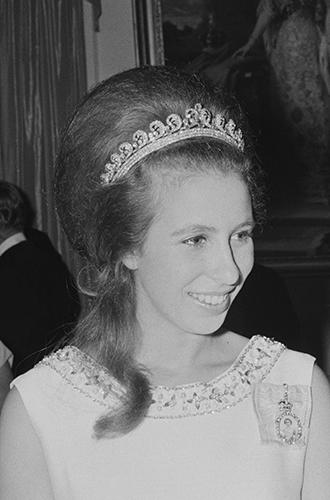 Фото №13 - Почему герцогиня Кембриджская так любит тиару «Узелки любви»