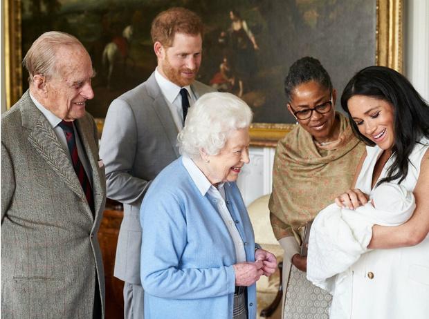 Фото №1 - Какой особенный подарок Королева готовит на день рождения Арчи Сассекского
