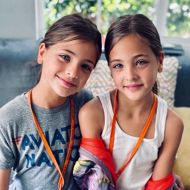 Фото №2 - Как выглядят родители самых красивых близняшек в мире
