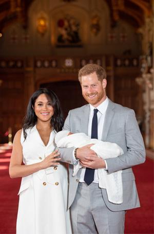 Фото №2 - 5 двубортных платьев, как у герцогини Меган на официальном фотоколле