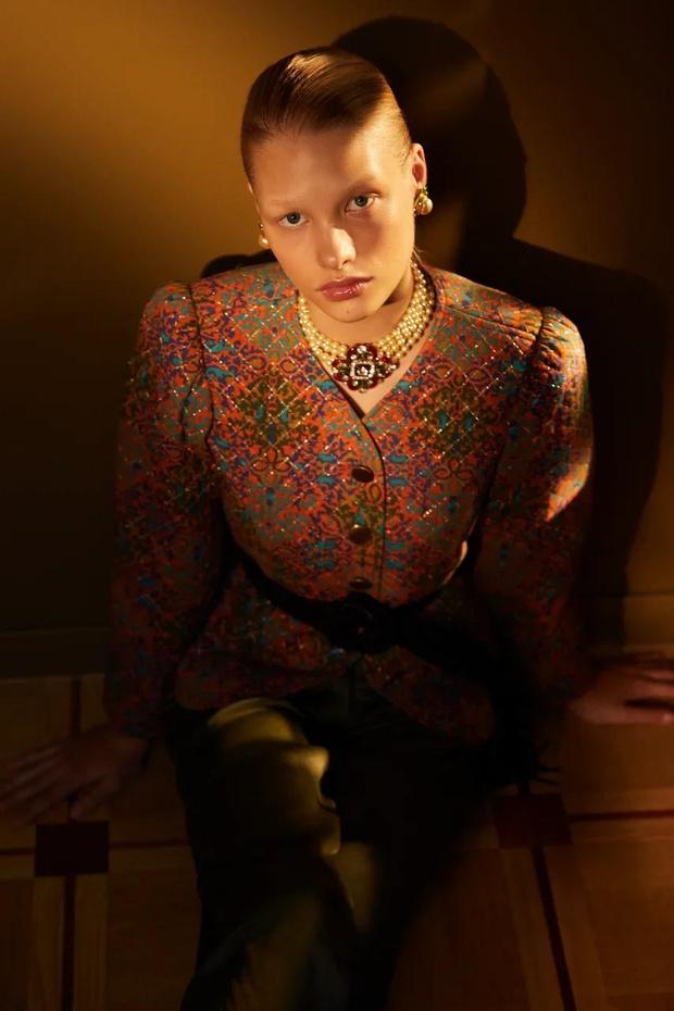 Фото №9 - Клипсы Шанель и блузы Сен-Лорана: первая большая съемка ELLE винтажной одежды