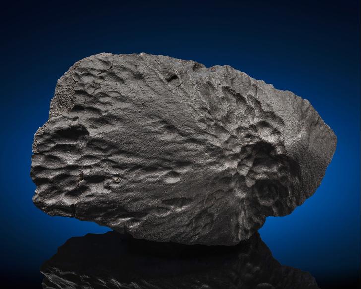 Фото №1 - Редкие метеориты выставили на торги