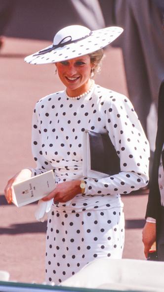Фото №9 - Полька-дот: как королевские особы носят трендовый «горох»