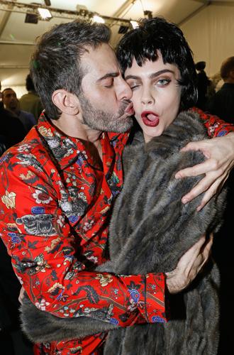 Фото №47 - Фейспалм и губы уточкой: самые смешные фото Кары Делевинь