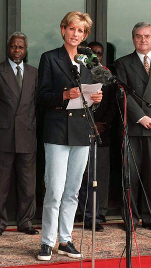 Фото №12 - Королевский кэжуал: как Диана носила объемные пиджаки