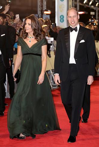 Фото №2 - Глубоко разочарованы: как в соцсетях отреагировали на наряд Кейт Миддлтон на BAFTA