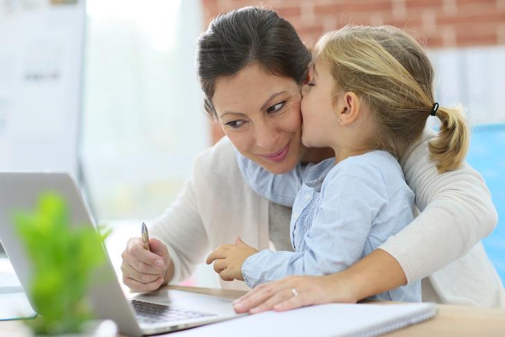 Фото №1 - У работающих женщин вырастают более успешные дочери
