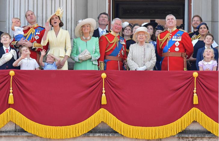 Фото №3 - Финансовый скандал: кому принц Гарри и Меган Маркл задолжали 8 миллионов?