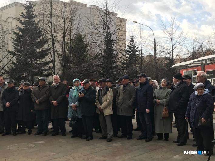 Фото №2 - В Новосибирске торжественно открыли постамент для памятника (фото)