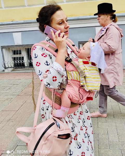 Фото №1 - Как правильно носить ребенка в слинге: обзор переносок и мнение врача