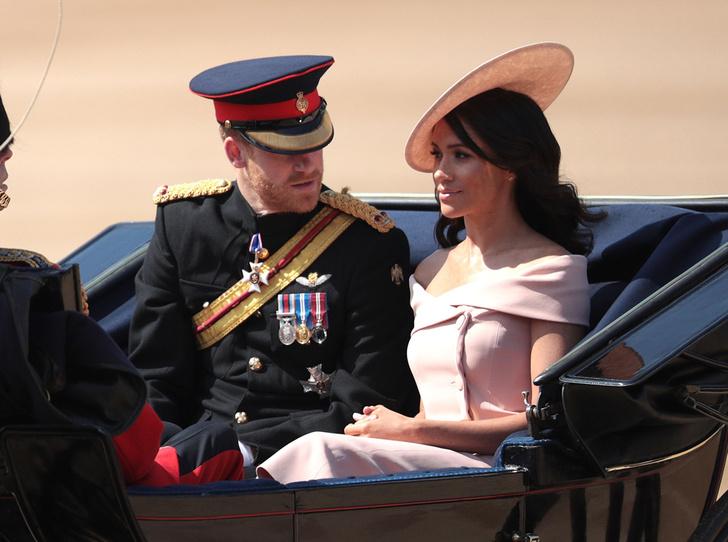Фото №2 - Trooping the Colour 2018: Меган Маркл, Кейт Миддлтон и другие члены королевской семье на ежегодном параде