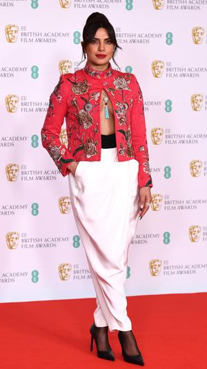 Фото №20 - BAFTA 2021: самые стильные звезды на красной дорожке церемонии