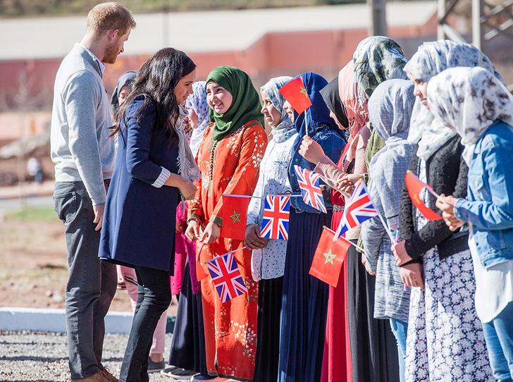 Фото №2 - Гарри и Меган в Марокко: уместный наряд герцогини, мехенди и другие подробности второго дня тура