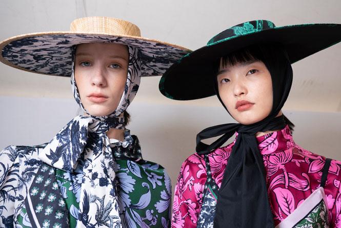 Фото №4 - Шляпы, панамы и кепки: модные головные уборы для лета 2020