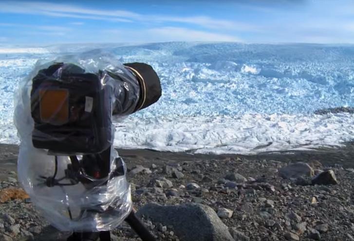 Фото №1 - Самый большой раскол ледника, записанный на видео