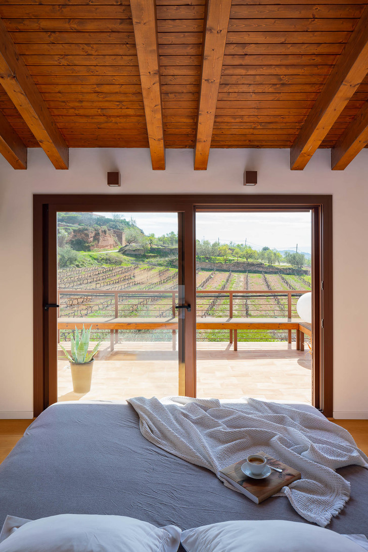 Фото №8 - Экологичный дом с солнечными батареями и камином в Таррагоне