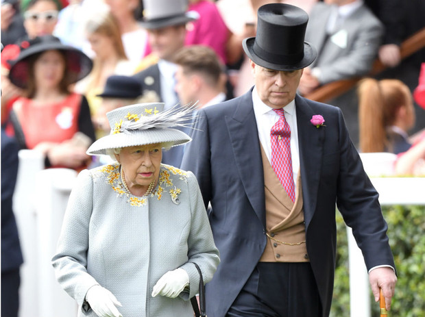 Фото №3 - Мама заплатит: как Королева отреагировала на новые скандалы вокруг принца Эндрю