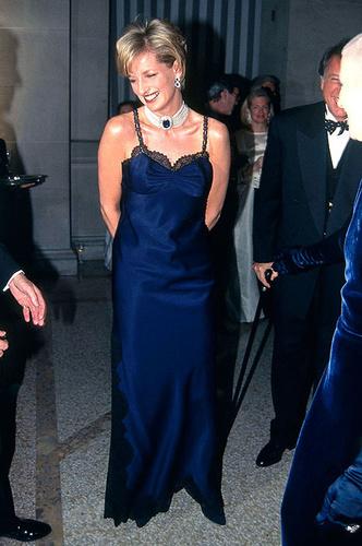 Фото №1 - От Дианы до Леди Гаги: 20 звезд в платьях Dior