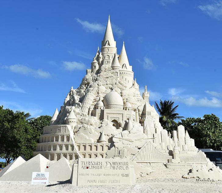 Фото №1 - В Майами построили самый высокий в мире замок из песка