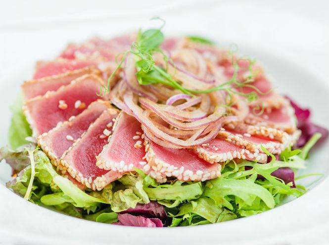 Фото №2 - Рецепты от шефа: карпаччо из цукини и салат с тунцом