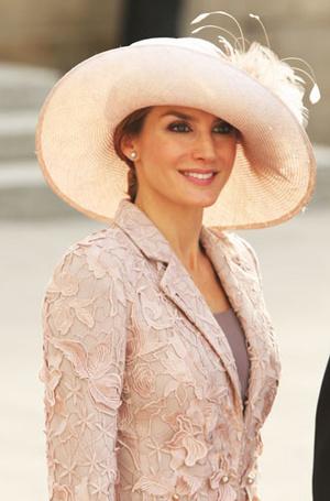 Фото №4 - Какие головные уборы носит королева Летиция