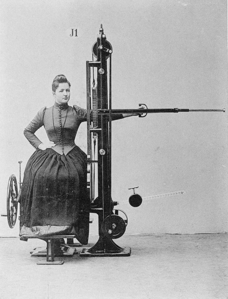 Фото №2 - Бодибилдинг в корсете: как появились и развивались спортивные тренажеры