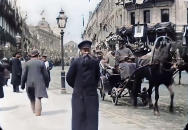 Фото №1 - Раскрашенное видео на скорости 60 кадров в секунду Тверской улицы в Москве 1896 года