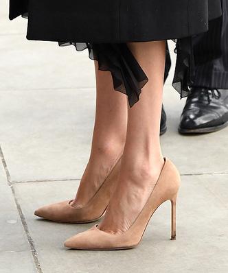 Фото №2 - Cтилист рассказал, почему Маркл носит обувь на два размера больше
