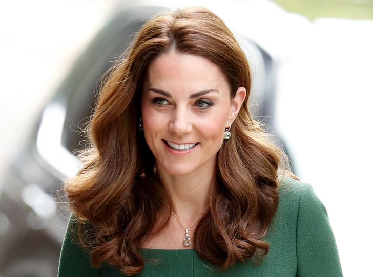 Фото №1 - Как герцогиня Кембриджская помогает детям, оказавшимся в социальном отчуждении
