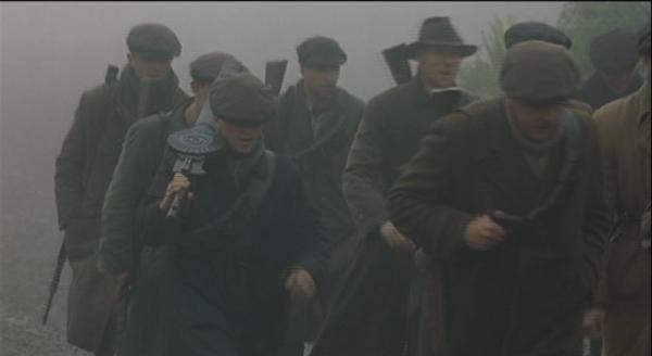 Впрочем, пулемет Льюиса снимался не только в советских фильмах. Вот наш знакомый в ленте «Ветер, который качает вереск». Между прочим, фильм о войне за независимость Ирландии взял золото в Каннах!
