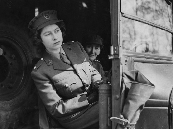 Фото №7 - 94-летняя Королева Елизавета II и ее рекорды