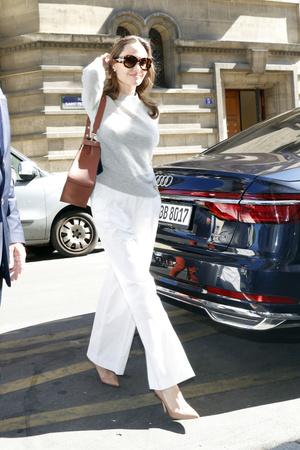 Фото №16 - Почему Анджелина Джоли — снова икона стиля, или Что такое luxe purism