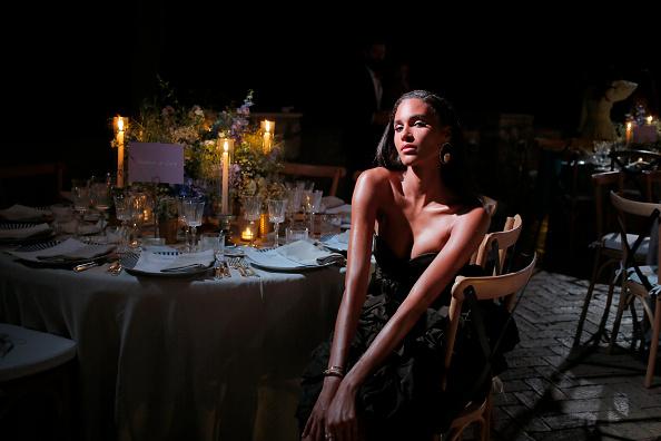 Фото №1 - Наташа Поли, Синди Бруна и другие супермодели на роскошной вечеринке на Капри