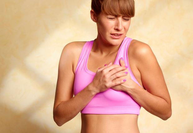 Перед менструационным циклом болит грудь