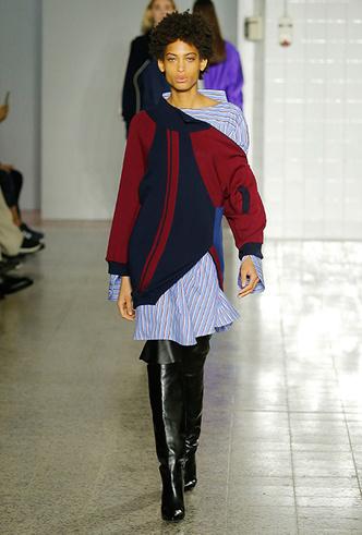 Фото №2 - Платье зимой: 4 небанальных (и теплых) способа его носить