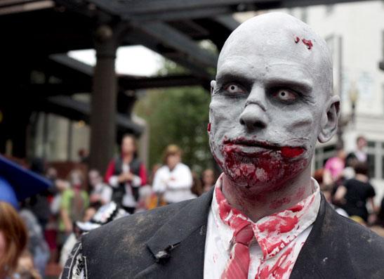 Фото №1 - На жителей Нью-Йорка напали зомби