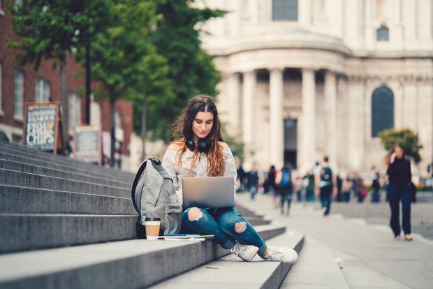 Фото №1 - Как отправить ребенка учиться за границу и не разориться