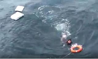 Русские моряки спасают рыбака из Северной Кореи, 10 суток дрейфовавшего на пенопласте (видео)