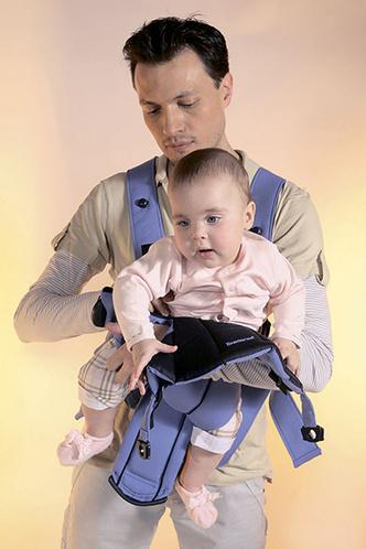 Фото №7 - Как правильно усаживать ребенка в «кенгуру»: инструкция с фото