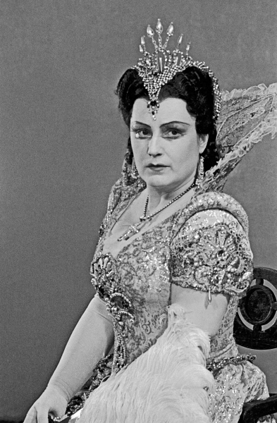 Фото №3 - Прима Большого и тайная любовница Сталина: кого сыграет Бузова на сцене МХАТ?