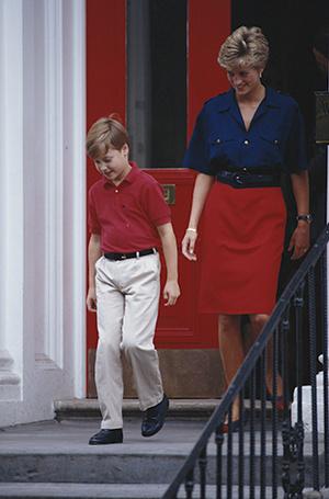 Фото №93 - 70 красных нарядов: как принцесса Диана носила любимый цвет